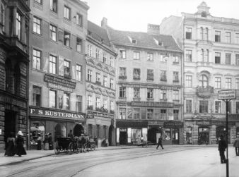 Kustermann-Fassade-damals.jpg