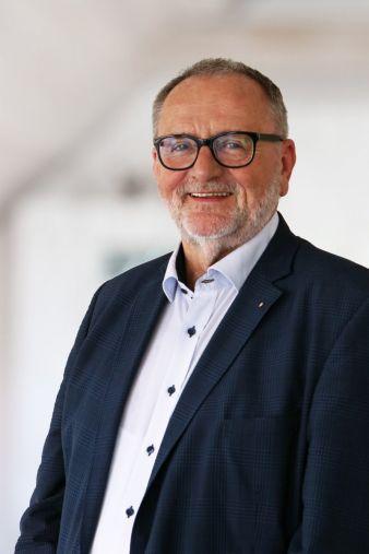 Dieter-Uhlmann-Verband.jpg