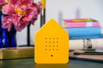 Zwitscherbox-gelb-Tisch.jpg