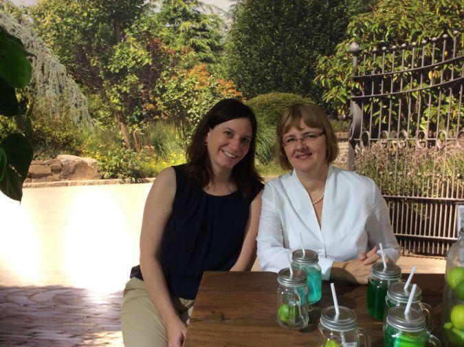 Regina Remest (rechts) von Gilde Handwerk präsentierte stil & markt